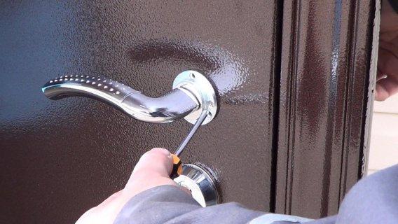 Монтаж входной двери видео