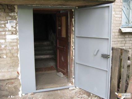 входные двери с окном